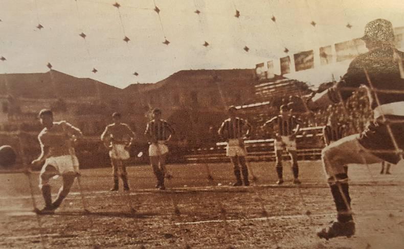 Lo storico scontro tra i Guerrieri del calcio
