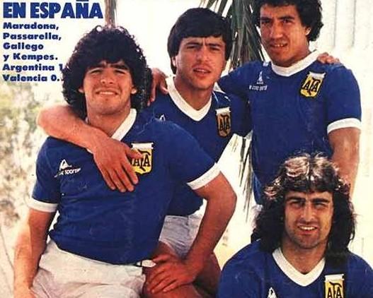 Kempes, a Fiorenzuola, telefona a Passarella, a Parma. Ma lui non risponde